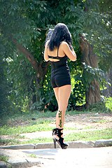 0128-brunette-in-black-shorts-spied